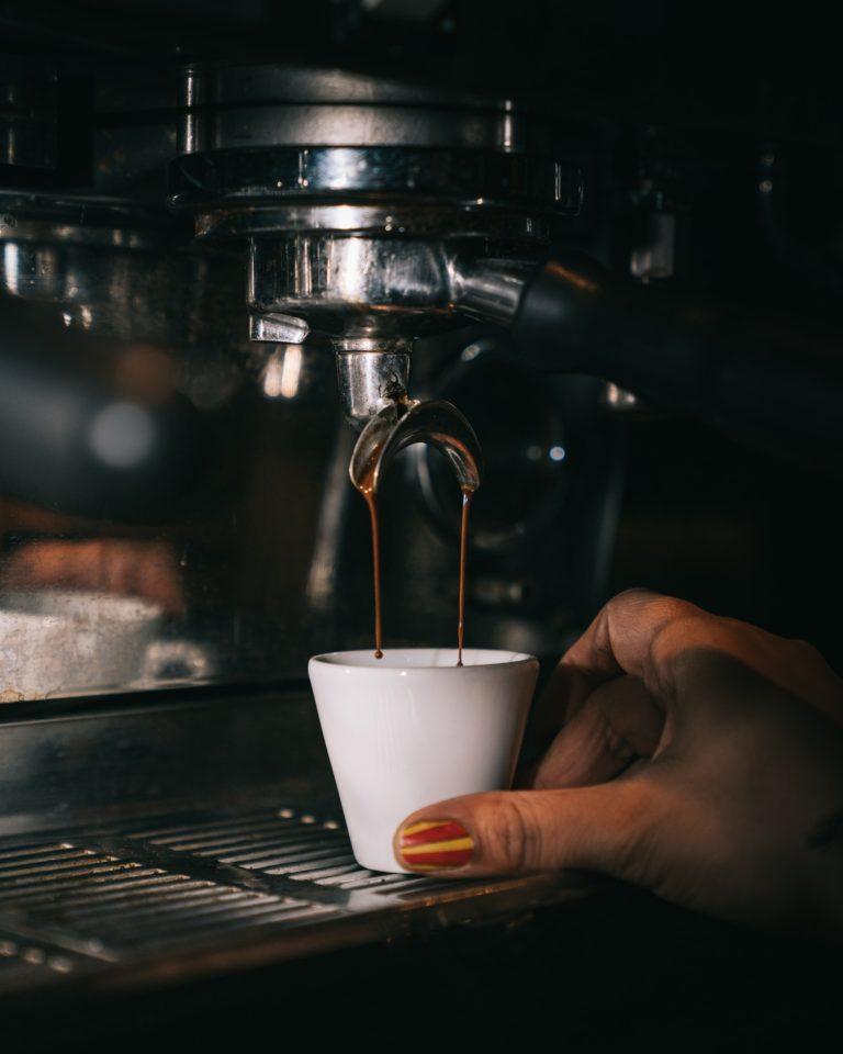 ماكينة قهوة ديلونجي ديديكا ساكو delonghi سعرها واماكن البيع وشرح طريقة الاستخدام